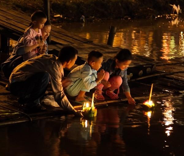 Lung linh lễ hội Loy Krathong tại đất nước chùa tháp - anh 1