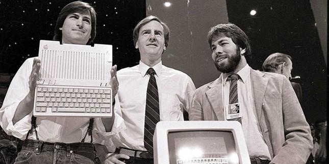 Chân dung người đánh bại huyền thoại Steve Jobs tại Apple - anh 1