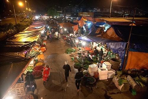 Chợ Long Biên lọt top những khu chợ trời hấp dẫn nhất thế giới - anh 1
