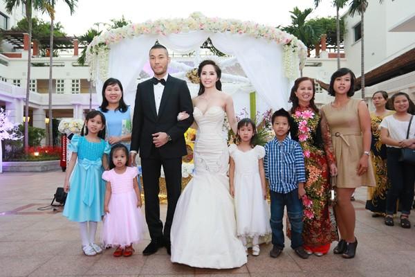 Cận cảnh tiệc cưới sang trọng của cặp đôi Quỳnh Nga - Doãn Tuấn - anh 11