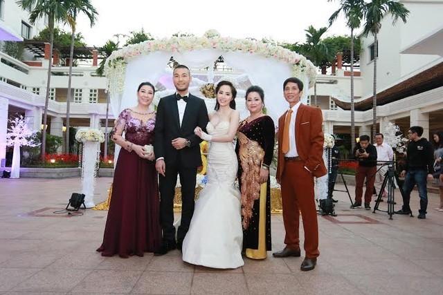 Cận cảnh tiệc cưới sang trọng của cặp đôi Quỳnh Nga - Doãn Tuấn - anh 7