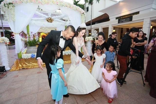 Cận cảnh tiệc cưới sang trọng của cặp đôi Quỳnh Nga - Doãn Tuấn - anh 10