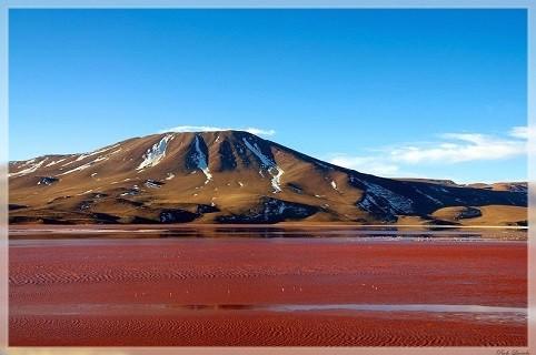 Ngỡ ngàng trước vẻ đẹp cuốn hút của hồ nước đỏ kỳ lạ nhất thế giới - anh 1
