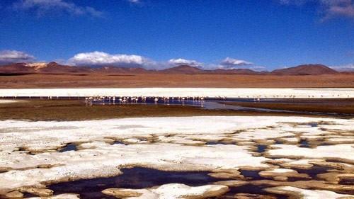 Ngỡ ngàng trước vẻ đẹp cuốn hút của hồ nước đỏ kỳ lạ nhất thế giới - anh 3