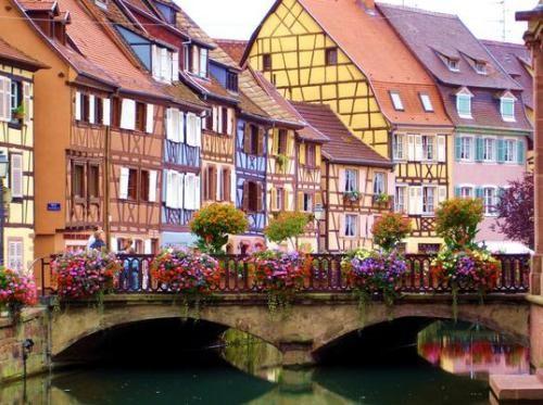 Ngắm nghía ngôi làng không bị oanh tạc vì quá đẹp ở Pháp - anh 1