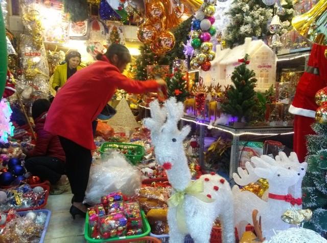 Cận Noel, thị trường quà tặng, ẩm thực nóng dần - anh 1