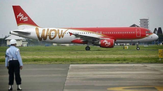 Một máy bay hãng AirAsia đột ngột chết máy kèm theo tiếng nổ lớn - anh 1