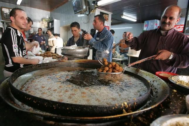 Bánh mì Việt lọt top 20 món ăn đường phố ngon nhất thế giới - anh 17