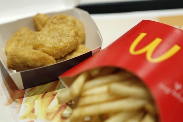 Tá hoả khi phát hiện...răng người trong khoai tây chiên McDonald's ở Nhật - anh 1