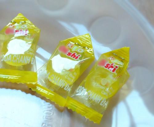 Cách làm hoa sen bằng kẹo bày bàn thờ ngày Tết cực đơn giản - anh 3