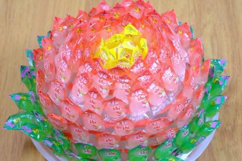 Cách làm hoa sen bằng kẹo bày bàn thờ ngày Tết cực đơn giản - anh 8