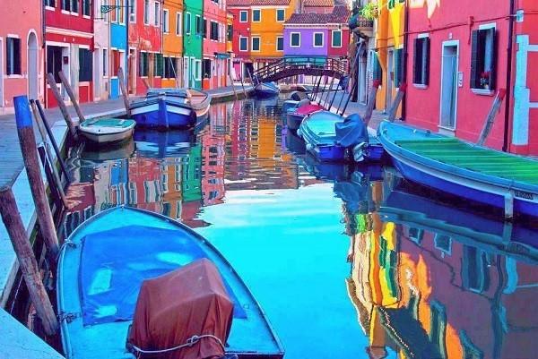 Khám phá hòn đảo cổ tích đầy màu sắc ở Italy - anh 1