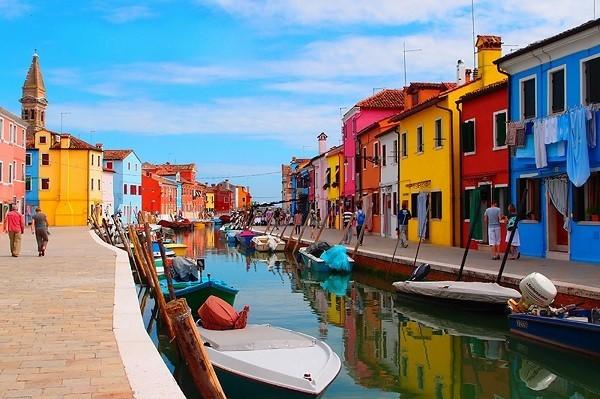 Khám phá hòn đảo cổ tích đầy màu sắc ở Italy - anh 3