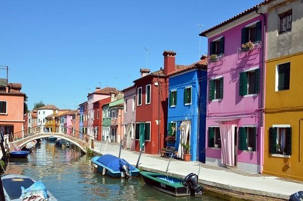Khám phá hòn đảo cổ tích đầy màu sắc ở Italy - anh 4