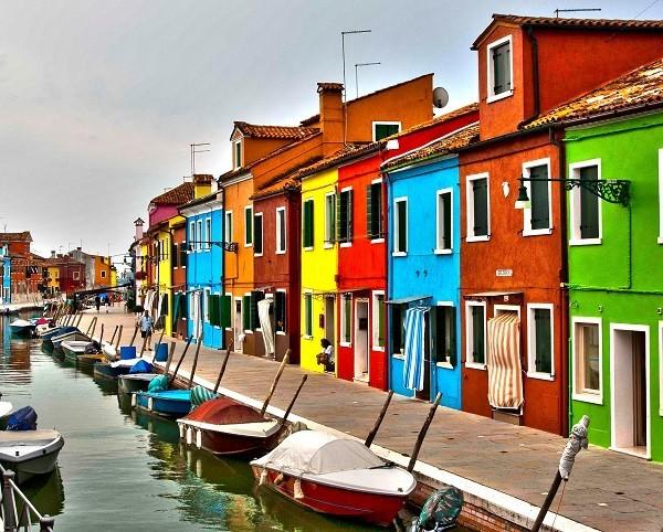 Khám phá hòn đảo cổ tích đầy màu sắc ở Italy - anh 5