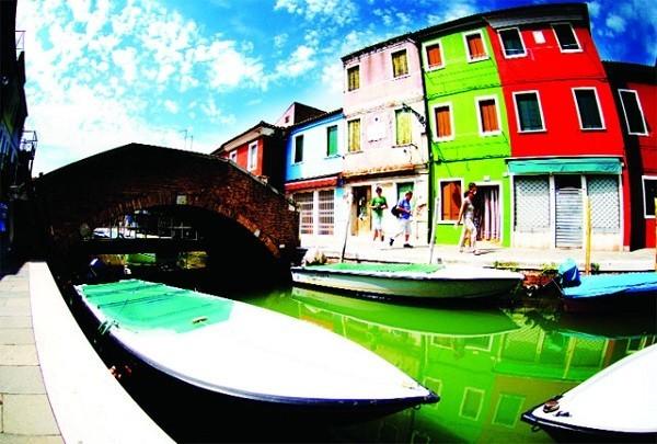 Khám phá hòn đảo cổ tích đầy màu sắc ở Italy - anh 7