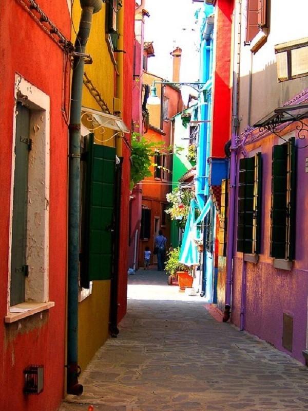 Khám phá hòn đảo cổ tích đầy màu sắc ở Italy - anh 9
