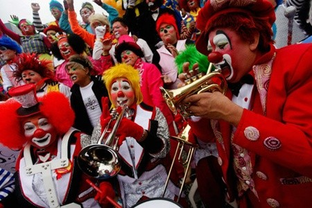 Hấp dẫn lễ hội của những chú hề ở Mexico - anh 3