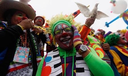Hấp dẫn lễ hội của những chú hề ở Mexico - anh 5