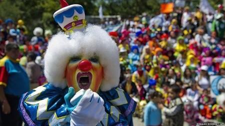 Hấp dẫn lễ hội của những chú hề ở Mexico - anh 7
