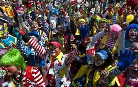 Hấp dẫn lễ hội của những chú hề ở Mexico - anh 9