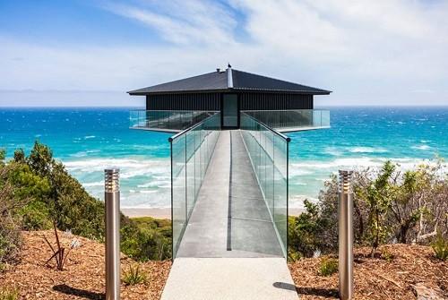 Độc đáo ngôi nhà một cột bên bờ biển Australia - anh 1