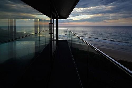 Độc đáo ngôi nhà một cột bên bờ biển Australia - anh 4