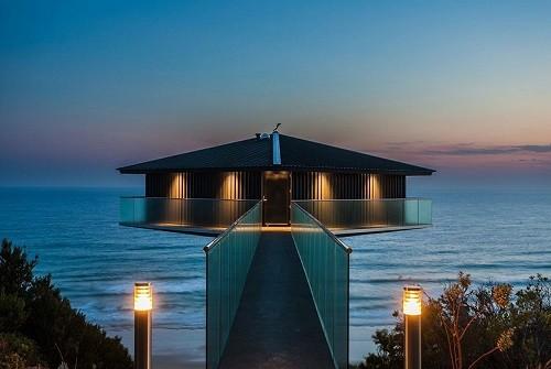 Độc đáo ngôi nhà một cột bên bờ biển Australia - anh 5