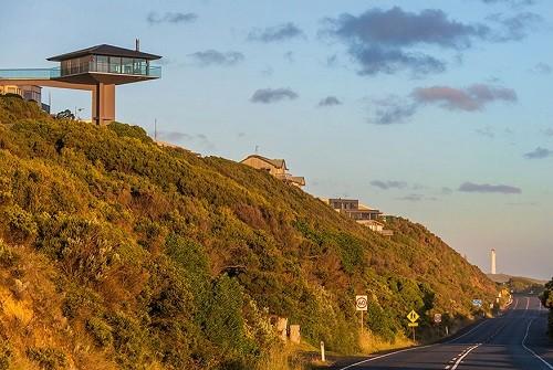 Độc đáo ngôi nhà một cột bên bờ biển Australia - anh 7