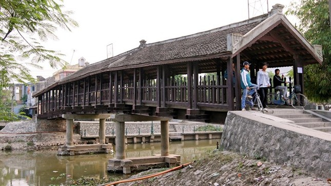 Chiêm ngưỡng cây cầu ngói được in trên tem bưu chính - anh 2