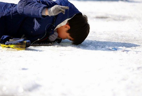 Độc đáo lễ hội câu cá bằng miệng trên băng ở Hàn Quốc - anh 4