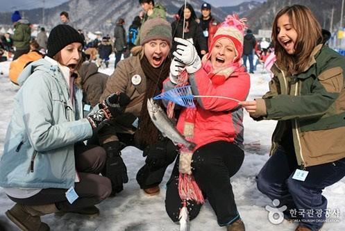 Độc đáo lễ hội câu cá bằng miệng trên băng ở Hàn Quốc - anh 9