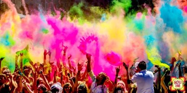 Độc đáo lễ hội ném bột màu Holi ở Ấn Độ - anh 1