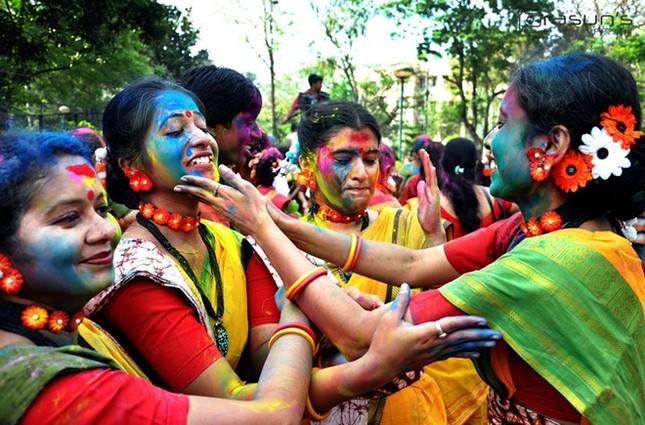 Độc đáo lễ hội ném bột màu Holi ở Ấn Độ - anh 2