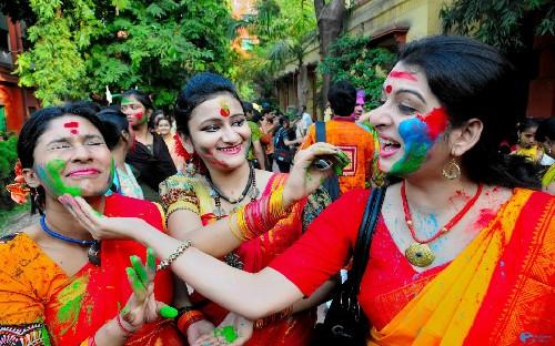 Độc đáo lễ hội ném bột màu Holi ở Ấn Độ - anh 6