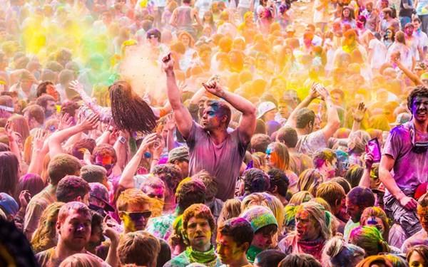 Độc đáo lễ hội ném bột màu Holi ở Ấn Độ - anh 7
