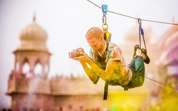 Độc đáo lễ hội ném bột màu Holi ở Ấn Độ - anh 8