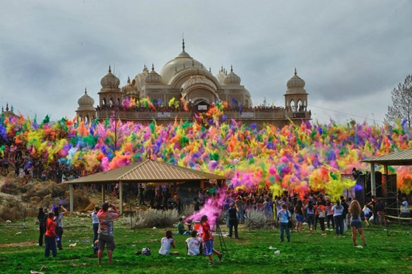 Độc đáo lễ hội ném bột màu Holi ở Ấn Độ - anh 9