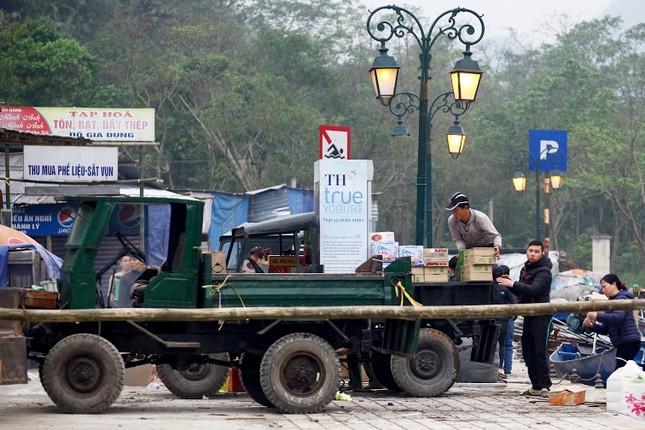 Không khí chuẩn bị lễ hội năm Kỷ Mùi 2015 rộn ràng ở Chùa Hương - anh 9