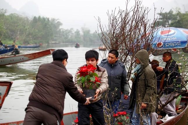Không khí chuẩn bị lễ hội năm Kỷ Mùi 2015 rộn ràng ở Chùa Hương - anh 14