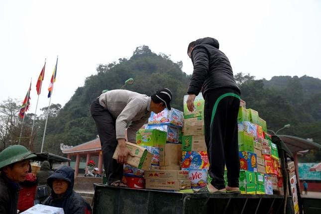 Không khí chuẩn bị lễ hội năm Kỷ Mùi 2015 rộn ràng ở Chùa Hương - anh 2