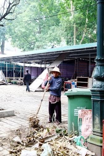 Không khí chuẩn bị lễ hội năm Kỷ Mùi 2015 rộn ràng ở Chùa Hương - anh 4