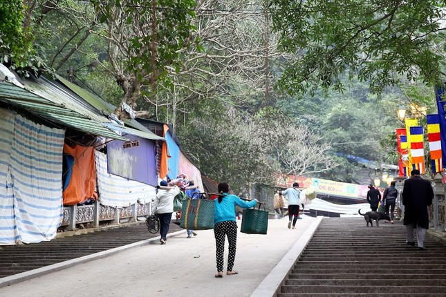 Không khí chuẩn bị lễ hội năm Kỷ Mùi 2015 rộn ràng ở Chùa Hương - anh 5