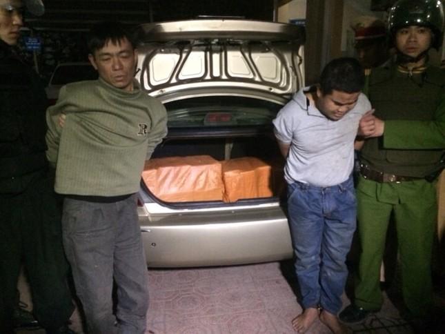 Thái Nguyên: Bắt giữ 2 đối tượng vận chuyển 200 bánh heroin - anh 1