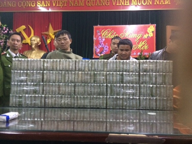 Thái Nguyên: Bắt giữ 2 đối tượng vận chuyển 200 bánh heroin - anh 2