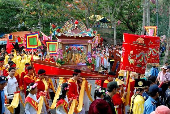 7 lễ hội lớn sau Tết không thể bỏ qua ở miền Trung và Nam Bộ - anh 5