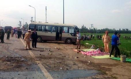 Khởi tố vụ hai xe khách đấu đầu ở Phúc Thọ khiến 5 người tử vong - anh 1