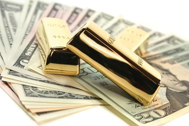 Giá vàng hôm nay 3/4: Đồng USD và giá dầu giảm mạnh đẩy giá vàng đi xuống - anh 1