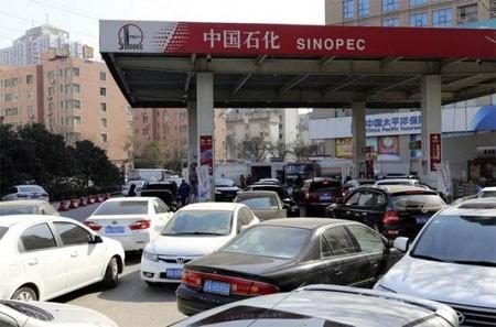 Giá dầu tăng vọt đạt đỉnh 2 tháng - anh 1