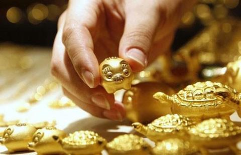 Giá vàng hôm nay 10/4: Chỉ số USD tăng mạnh đẩy giá vàng giảm phiên thứ 3 liên tiếp - anh 1